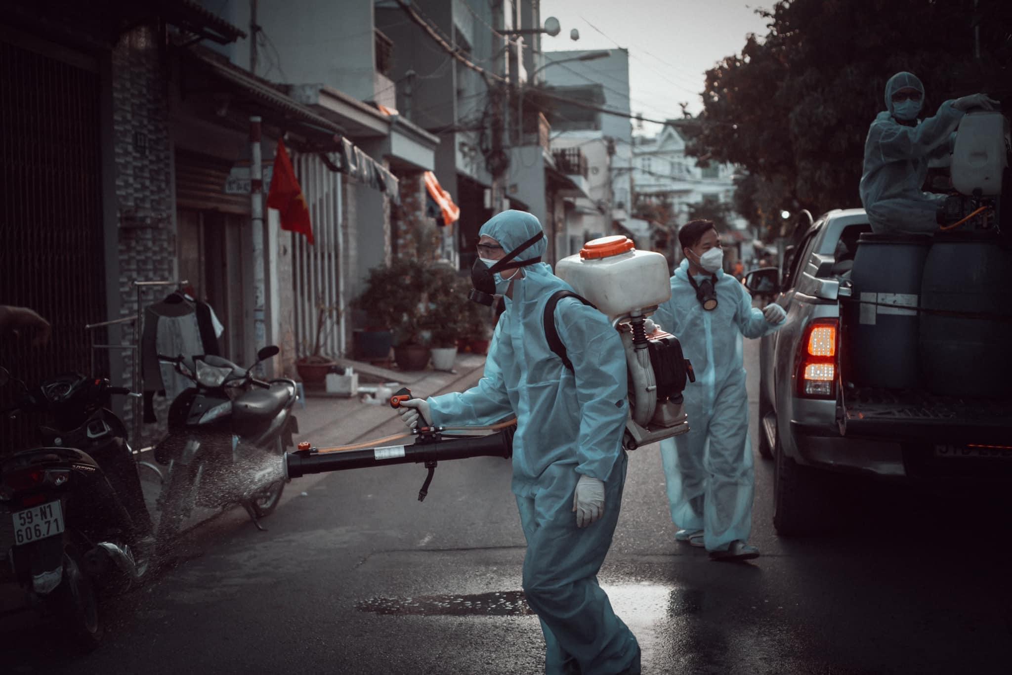Phun khử khuẩn diệt Covid tại khu vực dân cư, đường hẻm
